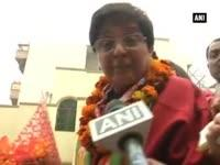 Kiran Bedi breaks down at Krishna Nagar rally, says overwhel...